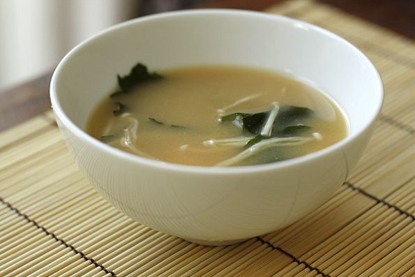 How To Make Basic Tofu & Wakame Miso Soup. *** I kept it simple with ...