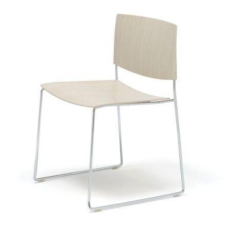 Jetzt bei Desigano.com Sit Wood Stuhl SI1207 Sitzmöbel, Stühle von Andreu World ab Euro 415,00 € Leichtigkeit, Beweglichkeit, Synthese, Wesen und Komfort sind Aspekte, die im Programm der Sitze SIT harmonieren, es universell einsetzbar machen und mit einer neutralen und eleganten Ästhetik eine stimmige Antwort auf alle Bedürfnisse einer zeitgenössischen Einrichtung finden. Der Stuhl ohne Armlehnen hat eine Sitzfläche und Rückenlehne aus massiver Eiche. Kufengestell aus Stahlrohr, erhältlich…