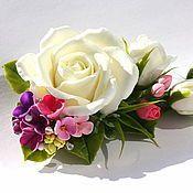Купить или заказать Зажим с розовой розой в интернет-магазине на Ярмарке Мастеров. Розочка нежно-розового цвета с бутончиками, слеплена мной из японской флористической глины, закреплена на зажим длина 10 см, бутончики 1,5 см, розочка…