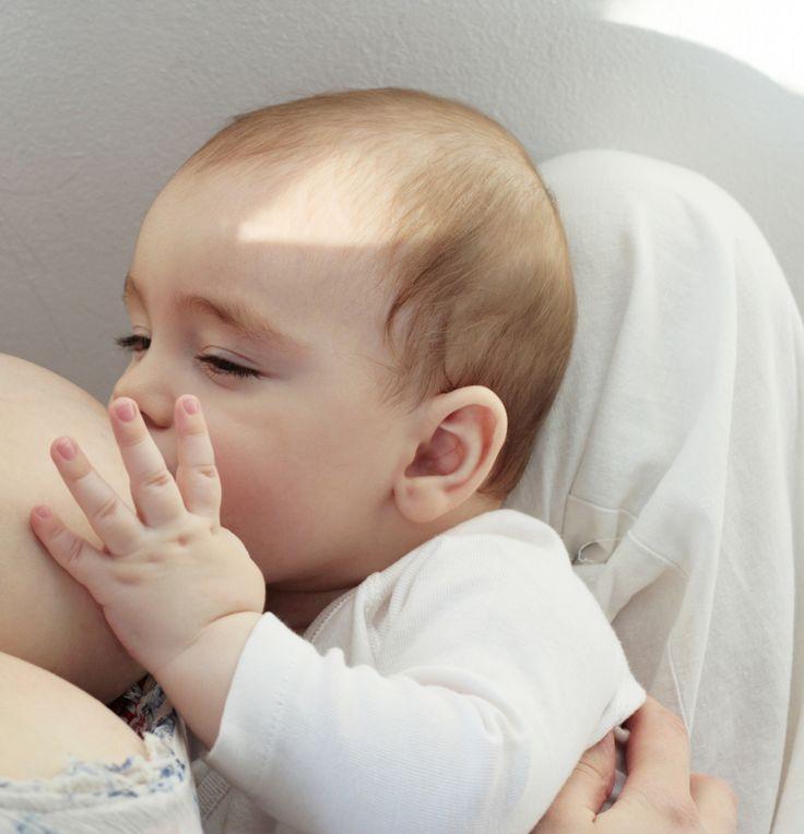 Nu iti priva copilul de beneficiile colostrului! www.megaparinti.ro