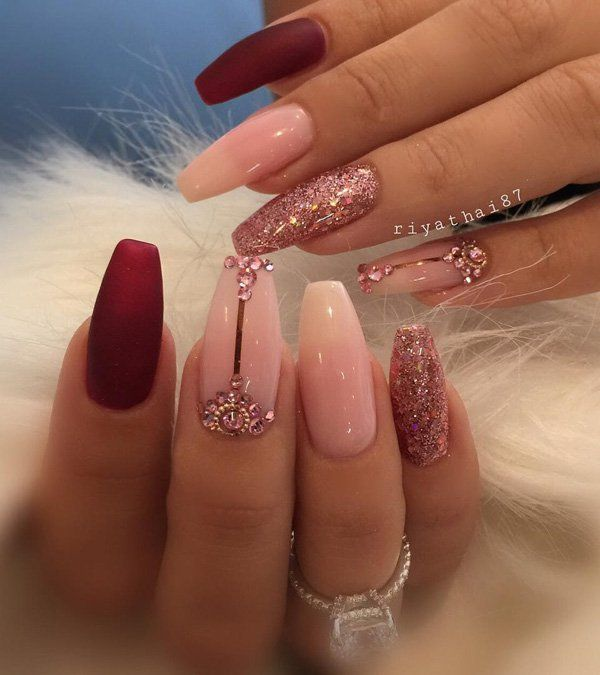 Here we have a combination of matte nail and nail with shiny gel. Glitter gel gives a special note to the whole combination.