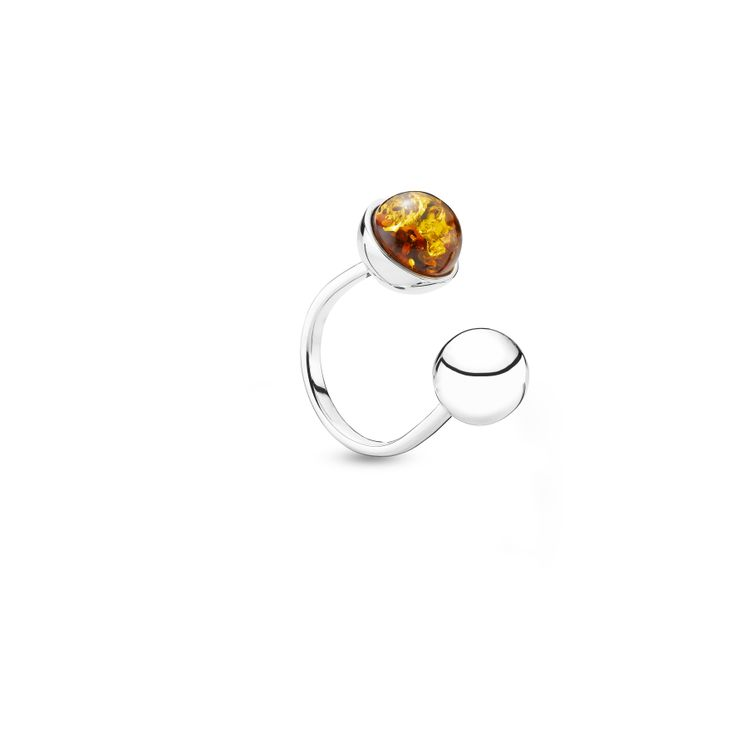 House of Amber by Louise Sigvardt - Silver ring with amber and silver ball.