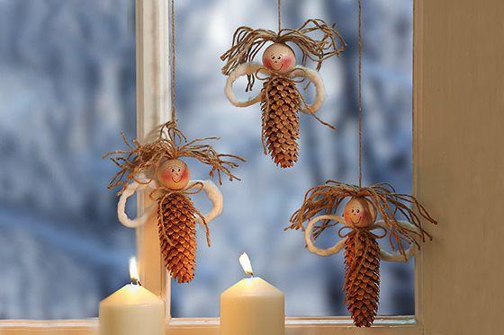 Basteln für Weihnachten: Fensterengel mit Naturmaterialien