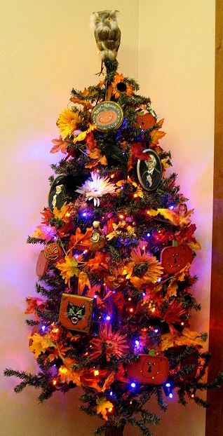 monsterfinks midnight monster spookshow countdown to halloween the halloween tree - Halloween Tree Ornaments