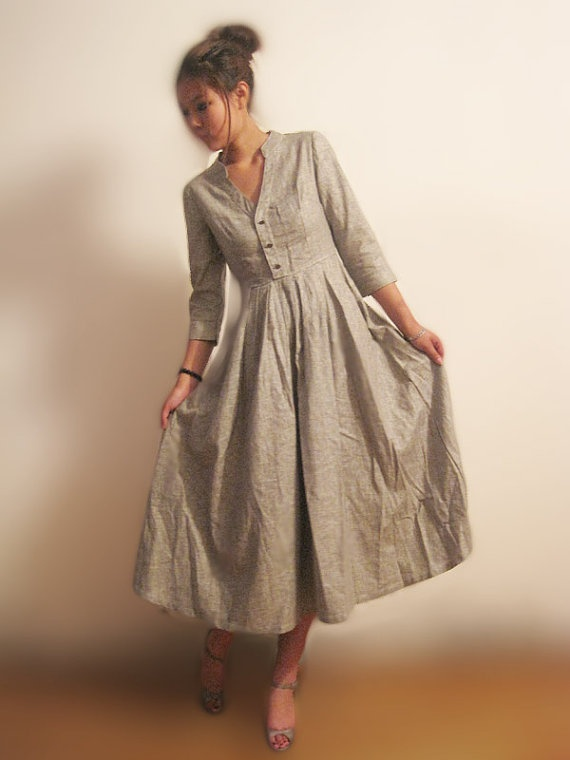 Linen dress, V-neck, buttoned front, gathered waist.
