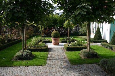 Klassiek romantische tuin tuin pinterest tuin tuinverlichting en hortensia - Aangelegde tuin ideeen ...
