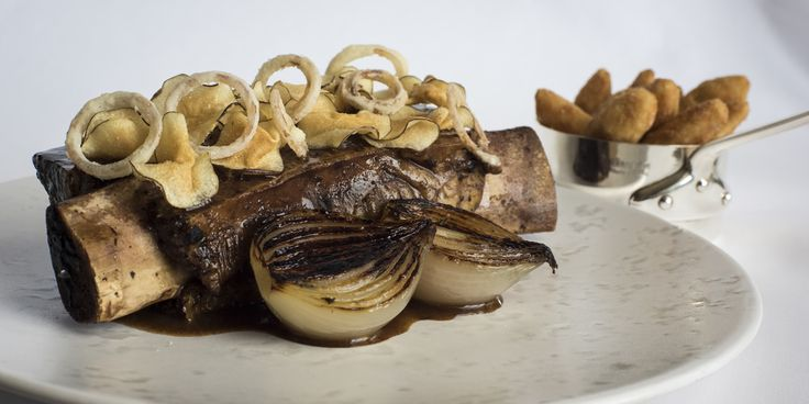 Russell Bateman slow cooks short ribs and serves them with artichoke crisps, onion rings and artichoke crisps in this delicious main course recipe.