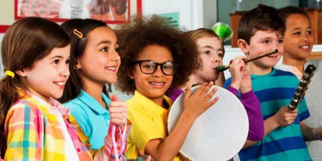 Edupost.id – Mengenalkan dan memasukkan musik ke dalam kurikulum di kelas dapat meningkatkan kecerdasan siswa. Seperti yang ditulis Adi W. Gunawan dalam buku Genius Learning Strategi, ada empat cara…