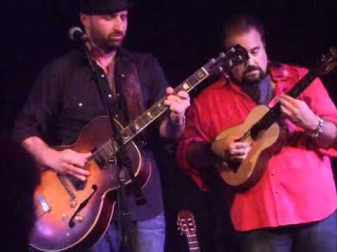 Raul Malo, Seth Walker - Blue Eyes Crying In The Raing  Sounds like Bar Music. But I like it.