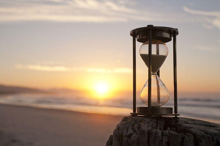 Не живите прошлым  Чем чаще человек мысленно возвращается в прошлое и думает, как бы он поступил, что бы он изменил, представься ему такая возможность, тем сложнее ему жить настоящим и строить планы на будущее. Это пустая трата времени и сил, поступая таким образом Вы просто его теряете. Машину времени еще не изобрели, а по тому изменить ошибки прошлого ни кому не суждено. Так стоит ли об этом думать и сожалеть? Однозначно нет. Это шаг назад. Но если это сделать единожды, для работы над…
