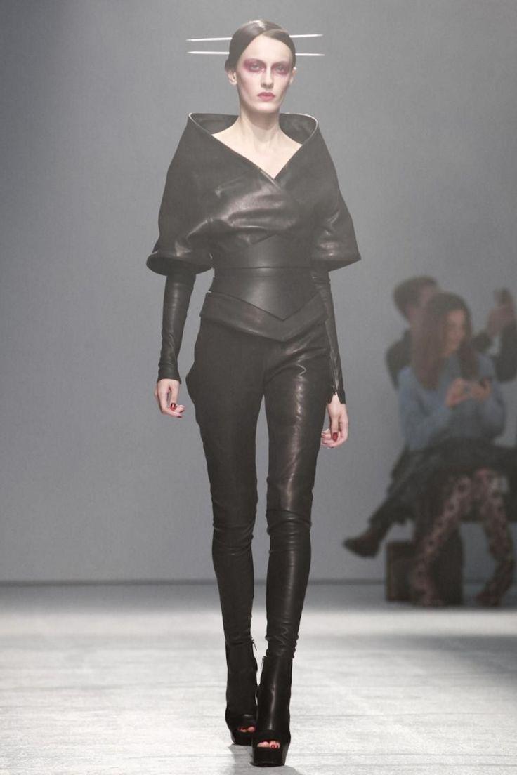 Futuristic Fashion, Gareth Pugh SS 2013, black, future fashion