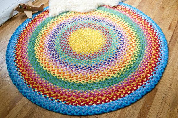 #DIY Rainbow Rug // #Upcycle This! 15 Ways to Reuse Old T-Shirts