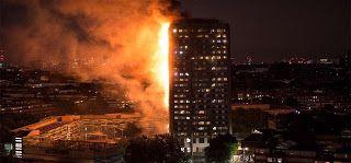 """Incêndio trágico em Londres causa mortes na torre Grenfell  Vídeos mostram como o fogo avançou rápido na madrugada londrina. Pessoas presas pelas saltaram em desespero.  Nas primeiras horas da madrugada O incêndio de grandes dimensões consumiu um prédio habitacional de 27 andares desde 1h15 no horário local quando a maioria das pessoas estariam dormindo em uma zona próxima a Notting Hill. As autoridades confirmaram que """"há um número indeterminado de vítimas"""" e de desaparecidos. Mais de 50…"""