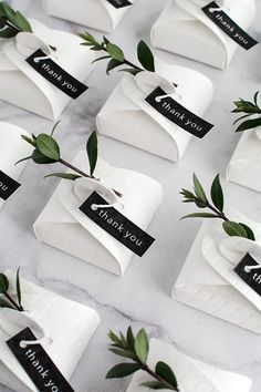 In love with these simple and modern DIY wedding favors.