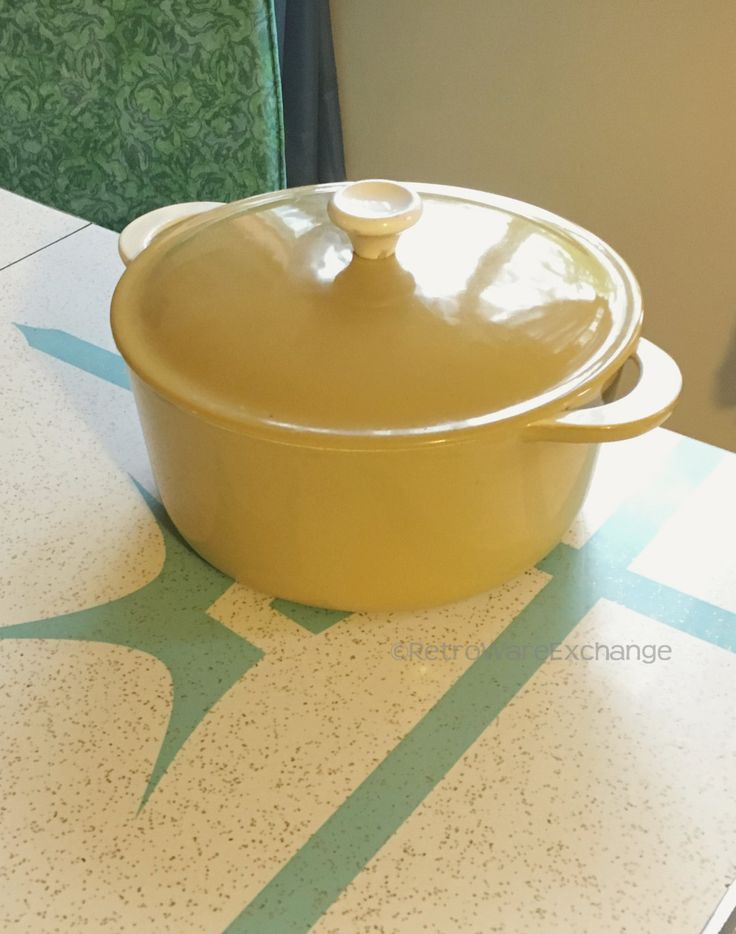 Mid-Century Vintage Descoware yellow Enamelware / enamel over cast iron cookware – 5 QT Dutch Oven with Lid - Made in Belgium by RetrowareExchange on Etsy
