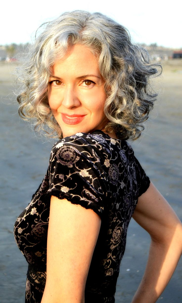 Short womens hairstyles for gray hair - Sara Davis Eisenman Silver Hair Is Sexy This Might Work For When I Go Gray Silver