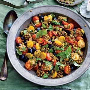 Lentil salad with tomatoes and blueberries