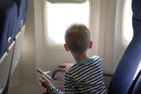10 tips voor vliegen met kinderen: geheimen voor reizen met peuters | Skyscanner