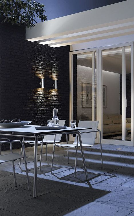 Nástěnné svítidlo Special Line LED s obousměrným světelným tokem (up α down) je vyrobené z hliníku a zinku, cena 3386 Kč; ESVĚTLO.CZ