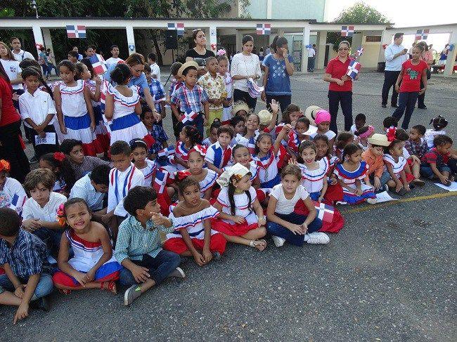 Colegio Santo Domingo conmemora los 172 años de la Independencia Nacional