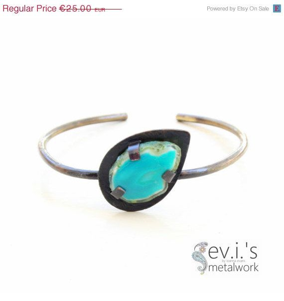 On Sale Teardrop Green Agate Wire Slim Bracelet by evismetalwork, €21.25