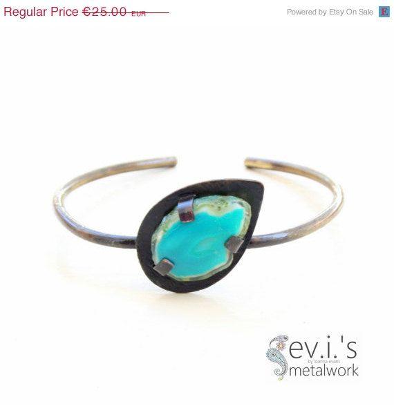 On Sale Teardrop Green Agate Wire Slim Bracelet by evismetalwork, €21.25