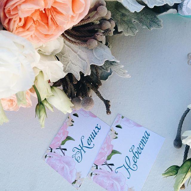 Пока мы готовимся просто к инкредибли красивым свадьбам будуЮщих выходных, делимся детальками полиграфии прошедшей свадебки победителей проекта Dream Wedding ✨ любим мы детальки, а к полиграфии особенная страсть ✒️😍 #мы_женим_людей #свадьба #свадьбакиев #wedart #weddingart #wedding_art_decor #papergoods #флористкиев #bride #groom #details #weddingdetails #l4l #like4like #follow #followme #vsco #vscocam #vscoua #davidaustin #roses #peach #flowers #wedding