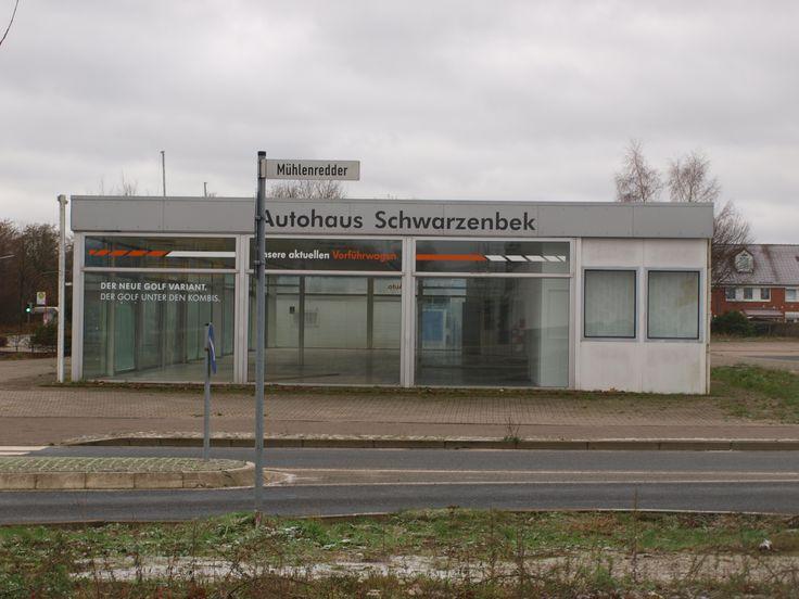 Schwarzenbek, Germany, Allemagne, Niemcy: triste Partie am Mühlenredder mit einstigem Volkswagen - Verkaufspavillon