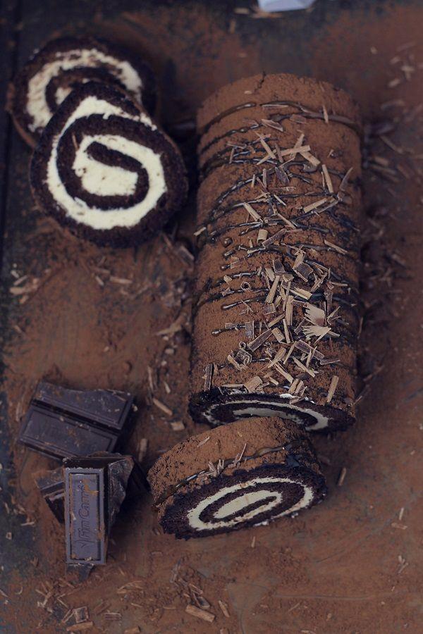 Rulada cu ciocolata si crema de caramel | Pasiune pentru bucatarie
