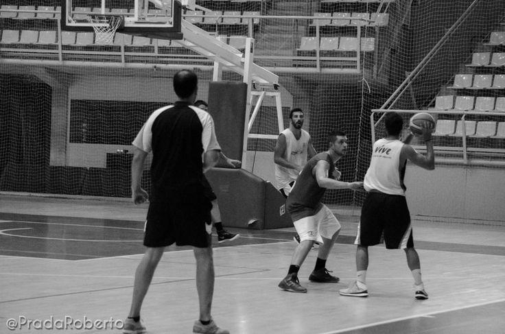 Xavi Hernández: amago y finta en tres movimientos (1). 29 de agosto #baloncesto #AdeccoPlata #Lucentum #Alicante #basket