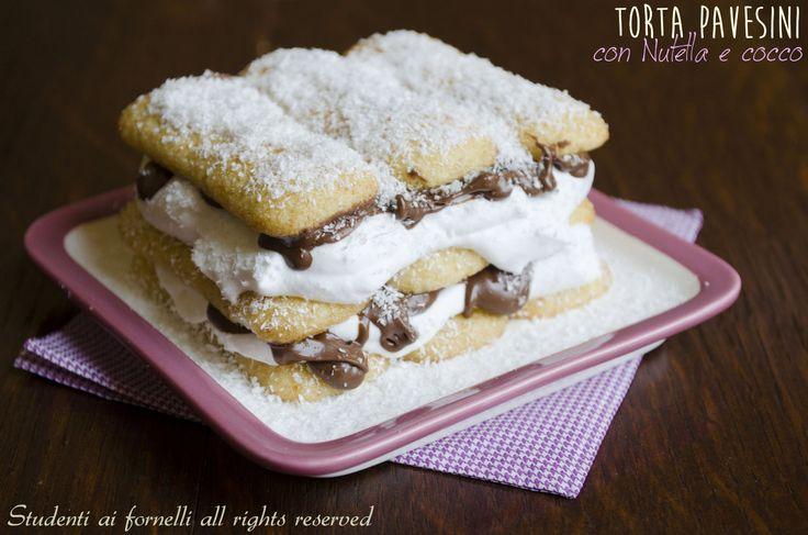 La torta pavesini con Nutella e cocco è un dolce al cucchiaio fresco e goloso ideale da preparare in estate. Ricetta torta veloce pavesini, Nutella e panna