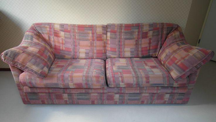 #SOLD #VERKOCHT #IreMobel #Basic #driezits bank jaren #90 Losse armleuning- en rugkussens bevestigd met klitteband. De twee zitkussens zijn ook losse. Alles kan gewassen worden. Staat : met normale gebruikerssporen voor zijn leeftijd Jaartal : jaren 90 Kleur : pastel roze / paars Materiaal : stof, potenkersen Maker : Ire Mobel (made in Zweden) Afmetingen (cm) : breedte 180, hoogte 74, diepte 85, zitdiepte 55, zithoogte 44