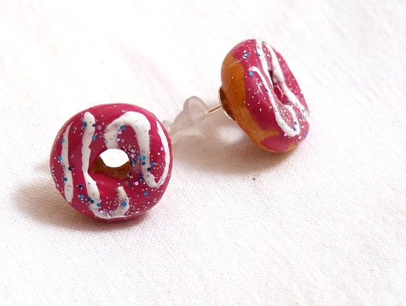 Great! These finger licking donuts earrings are attached to stud earrings is for a real donut and sweet lover and great for the summer on an every day wear or for a tea party. Every one can wear them and anytime! Check out the Pastry charm bracelet, Biscuit earrings,elastic coffee bracelet, or the linked charm bracelet.