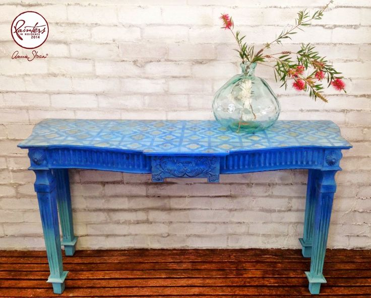 Annie Sloan's Australian Painter in Residence, Beau Ford painted this console table in an ombre effect. Here Greek Blue gradually changes to Provence.