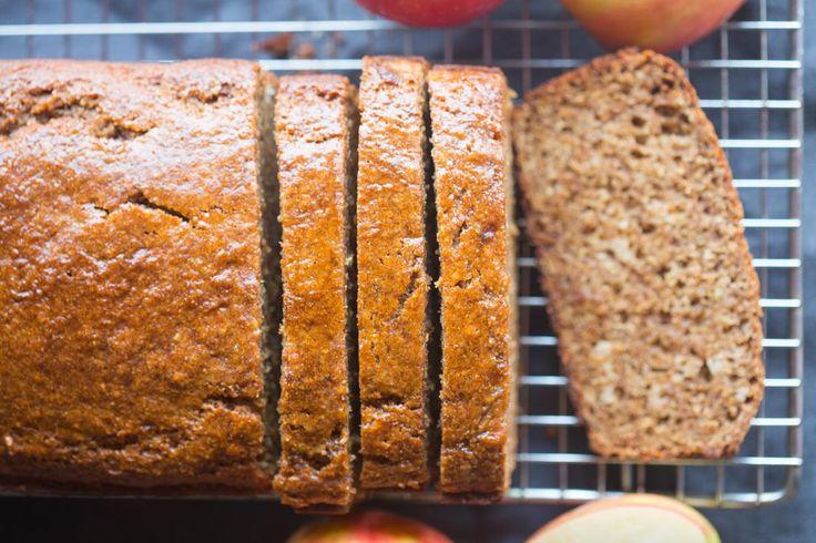 Préparez-vous ce délicieux pain de saison à la compote de pommes et un soupçon de cannelle! Très bon et facile à faire :)