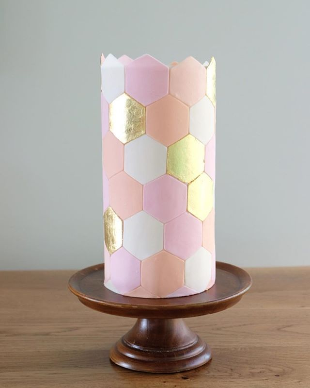 Love this pretty little hexagon cake! Made this one for our wedding cake work shop with @thebridesmarket this Sunday! Might be a few spots left so pop over to their page for all the info if you would like to join! #thecakethatateparis #weddingcake