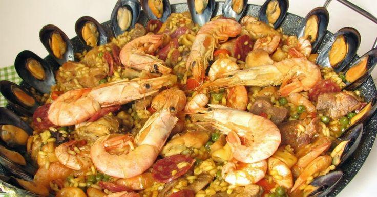 Ci sono innumerevoli versioni di questo  piatto tipico della tradizione spagnola! La mia è sperimentatissima, la faccio da almeno vent'ann...