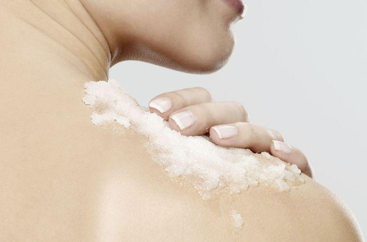 Peeling corpo: scrub fai da te per avere la pelle liscia e setosa   - ELLE.it