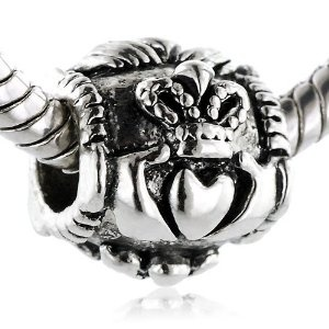I need this charm. Claddagh