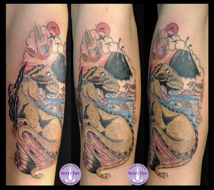 tatuaggio old school t-rex, tatuaggio old school dinosauro, tatuaggio dinosauro, estinzione dinosauro tatuaggio tirannosauro, old school tattoo, t-rex tattoo - Violet Fire Tattoo - tatuaggi maranello, tatuaggi modena, tatuaggi sassuolo, tatuaggi fiorano - Adam Raia - tatuaggio nichel free, tatuaggio senza nichel, tatuaggio vegano, nickel free tattoo, vegan tattoo, italian tattoo, tatto italy, tattoo maranello, tattoo modena