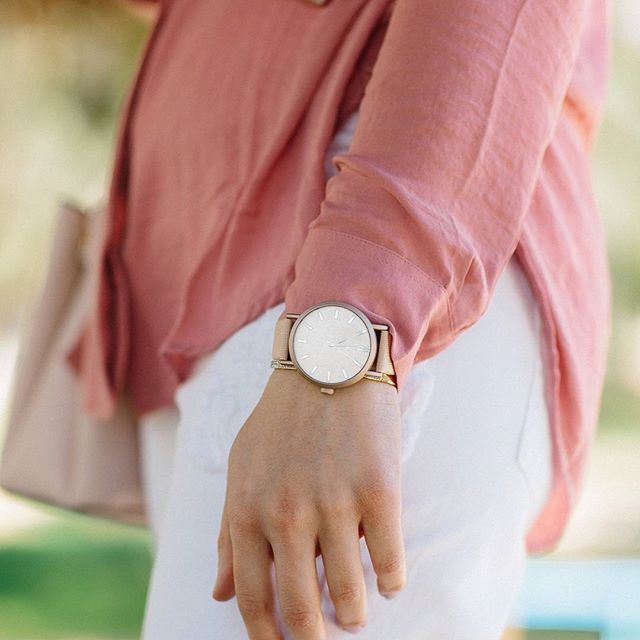 Don't count every hour in the day, make every hour in the day count...⌚🎉🌸  #oozoo #oozoowatch #oozoogr  #photooftheday #lookoftheday #time #watch #spring #classic #gold #pink #minimal #watchphotography #instawatch #outfit #instadaily #nofilter #lookbook #accessories #todayimwearing #instagood #instamood #stylegram #fashionista #trend #fashionstyle #fashion #fashiondaily #wiwt #zkstyle