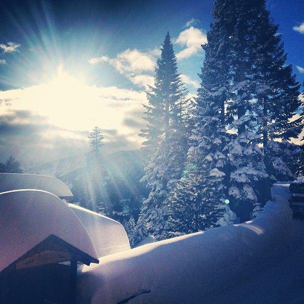 Snowboarding in Mammoth, CA @jayhay33 on Instagram
