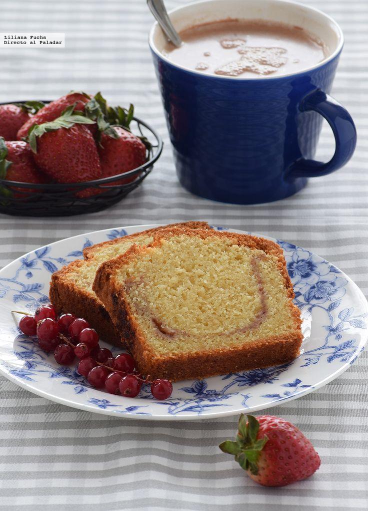 Te explicamos paso a paso, de manera sencilla, la elaboración del postre cake de almendra y mermelada de fresa. Ingredientes, tiempo de elaboración