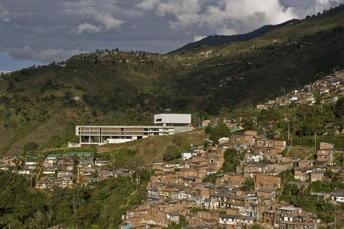 Colegio Santo Domingo Savio. Medellín, Colombia. 2008Foto Sergio Gómez