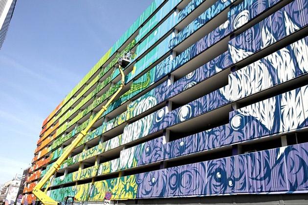 Swanski - mural na parkingu w Warszawie
