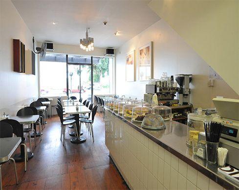 お兄ちゃんのカフェDizengoff, one of the best cafes in Auckland.
