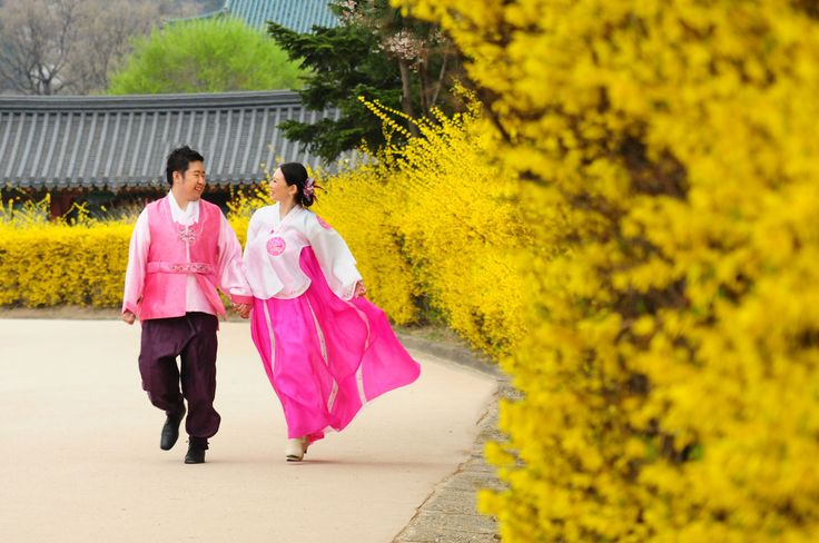 Don Korean traditional costume for unique engagement photos! A One-Stop Wedding Solution is Always in Style | SingaporeBrides Articles