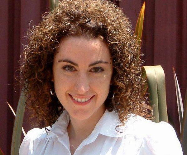 Best 25 Brown Curly Hair Ideas On Pinterest Lob Curly Hair Curly Medium Length Hair And