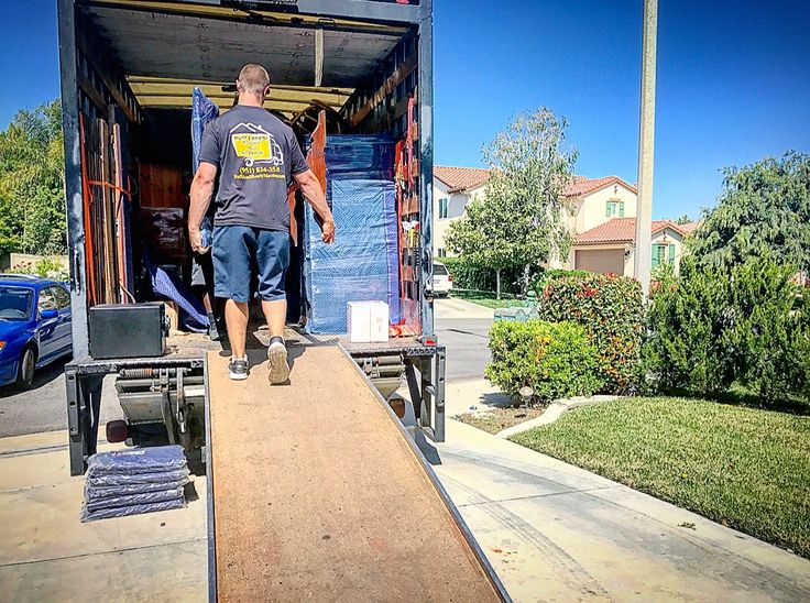 """Moving companies are not always easy to choose from. some ask themselves """" should i go with a big van line moving company or a smaller local moving company"""" ? Ruff and Ready moving is both so check us out"""