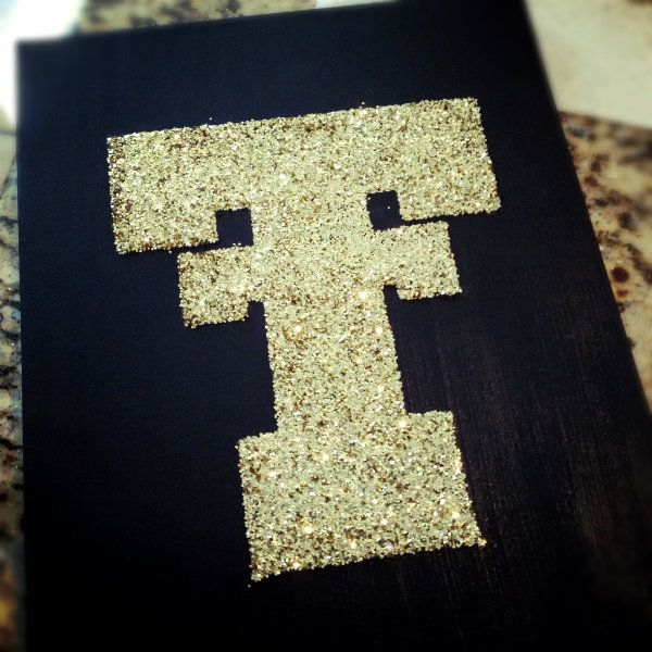 Collegiate Glitter Canvas...easy to do, but I would do OU of corse maybe a present for grace